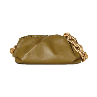 Túi Pouch của Bottega Veneta