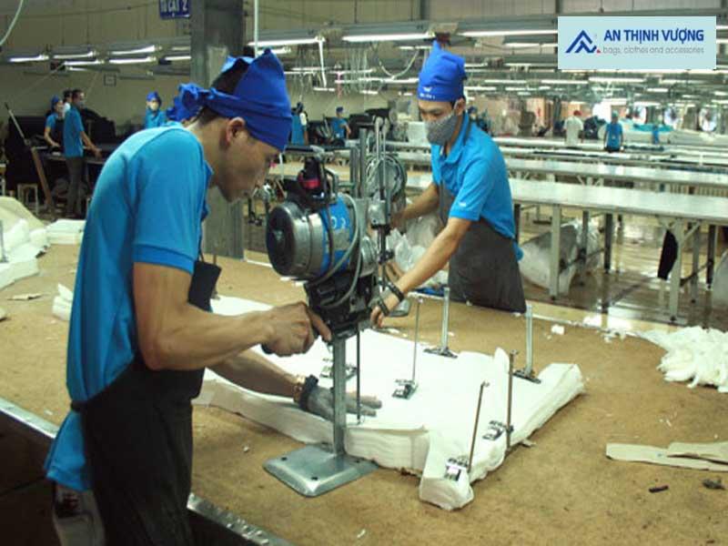 Đặt may túi vải bố tại xưởng mang lại rất nhiều lợi ích